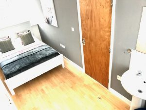 1 double room inc Bills @ Monarch Drive